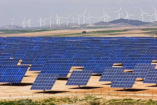 File:Eólica-y-paneles-solares.jpg