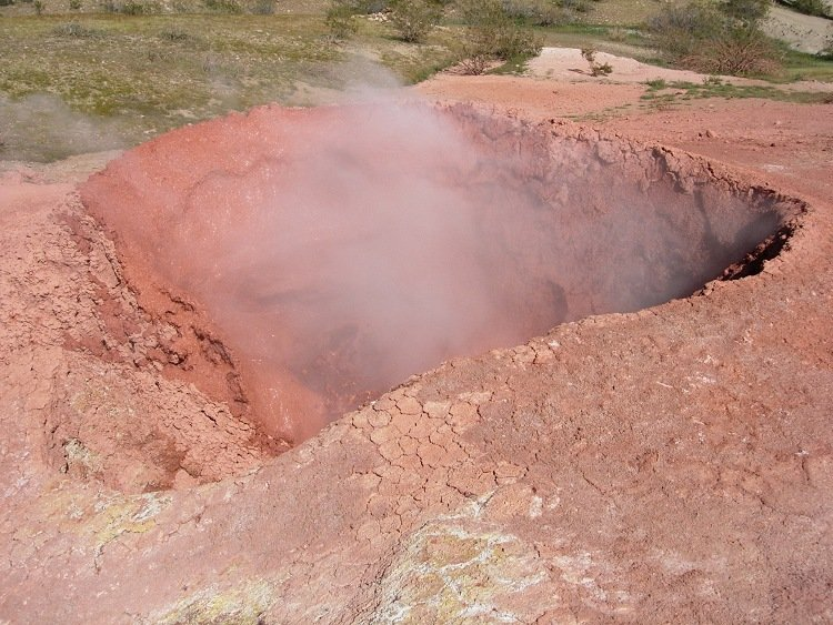 File:Active mud pot at Coso.png