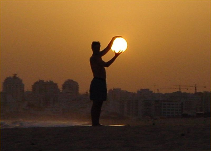 File:Holding-the-sun.jpg