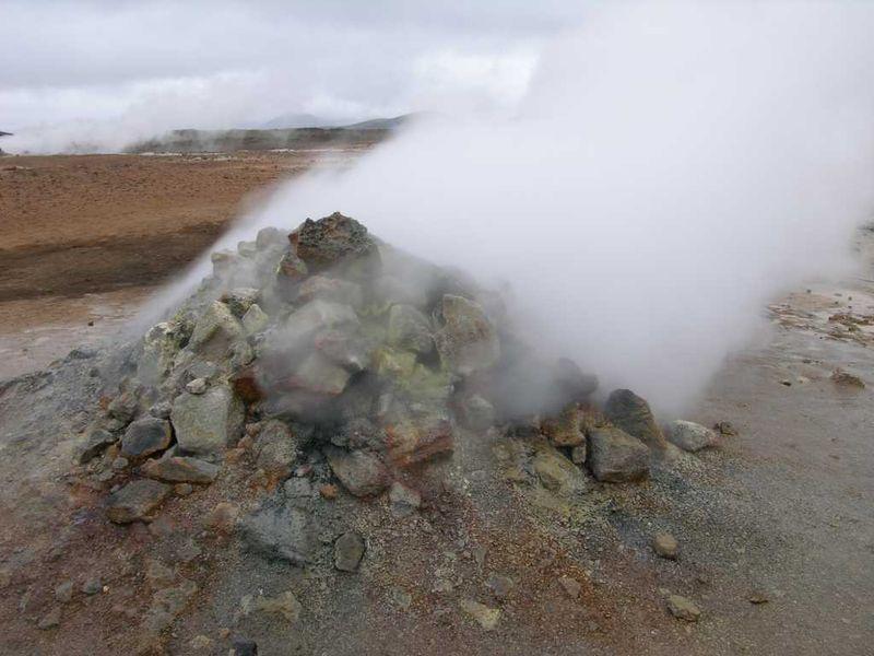 File:Iceland fumarole.JPG