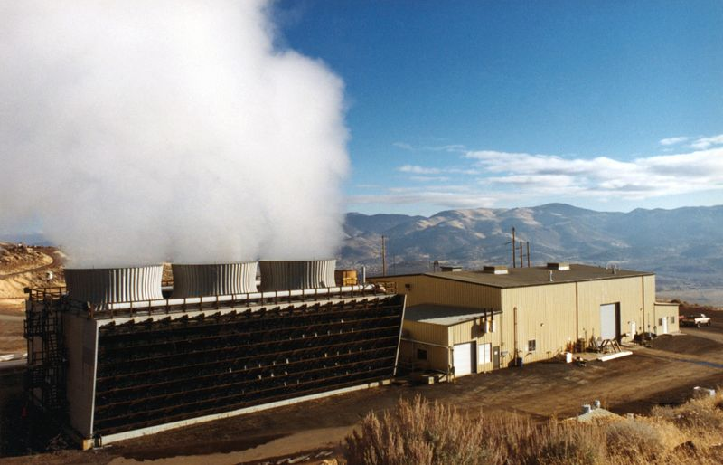 File:Steamboat geothermal plant.jpg